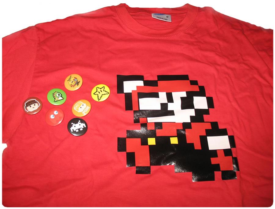 Camiseta y chapas de Imprenta Digital Plus
